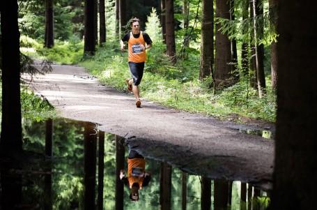 Letní Jizerskou 50 si užil rekordní počet závodníků, zvítězili Ježek a Joglová