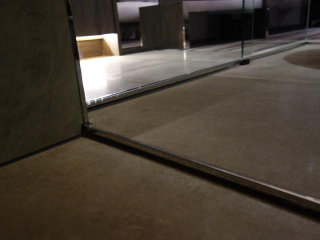 廁所與浴室入口處也有段差@高雄喜達絲飯店