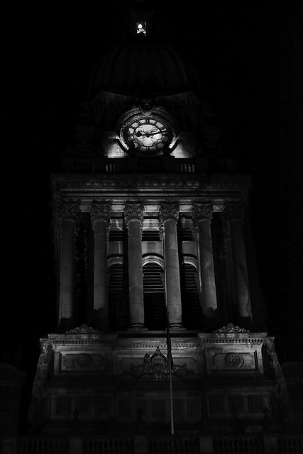 Leeds town hall lit up in the dark.
