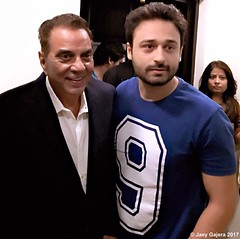 Dharmendra Singh Deol & Jaey Gajera photographed together at the trailer launch of Poster Boys. Poster Boys is scheduled to be released on 8 September 2017.  LIVE : Instagram.com/JaeyGajera #Dharmendra #PosterBoys #Bollywood #Mumbai #DharmendraSinghDeol