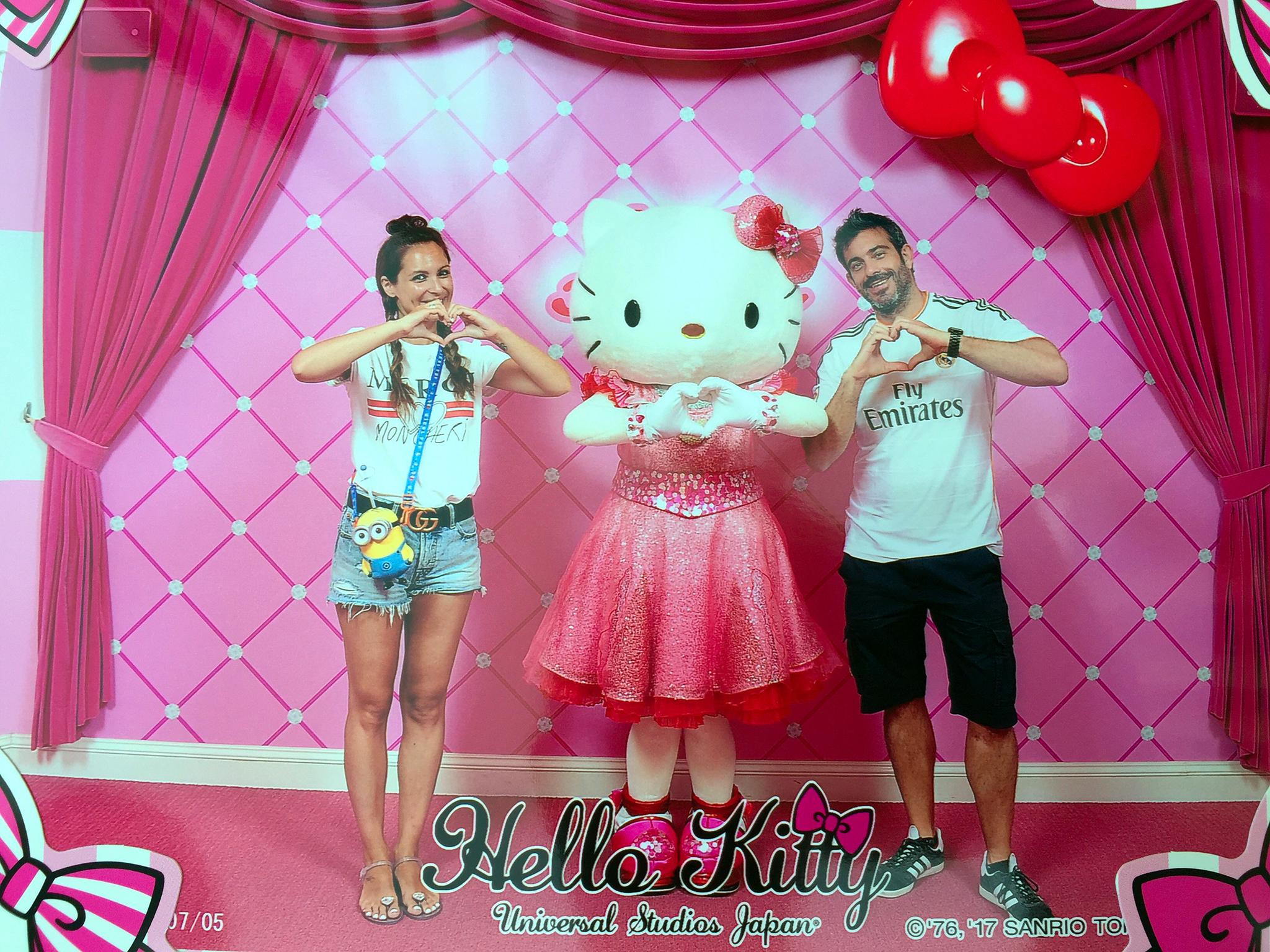 Universal Studios Osaka - Hello Kitty - Viajar a Japón - ruta por Japón en dos semanas ruta por japón en dos semanas - 36507659260 7a4a6f9c62 o - Nuestra Ruta por Japón en dos semanas (Diario de Viaje a Japón)