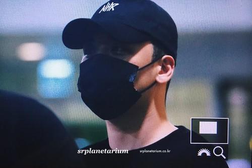 Seungri arrival Seoul from Macau 2017-08-20 (10)