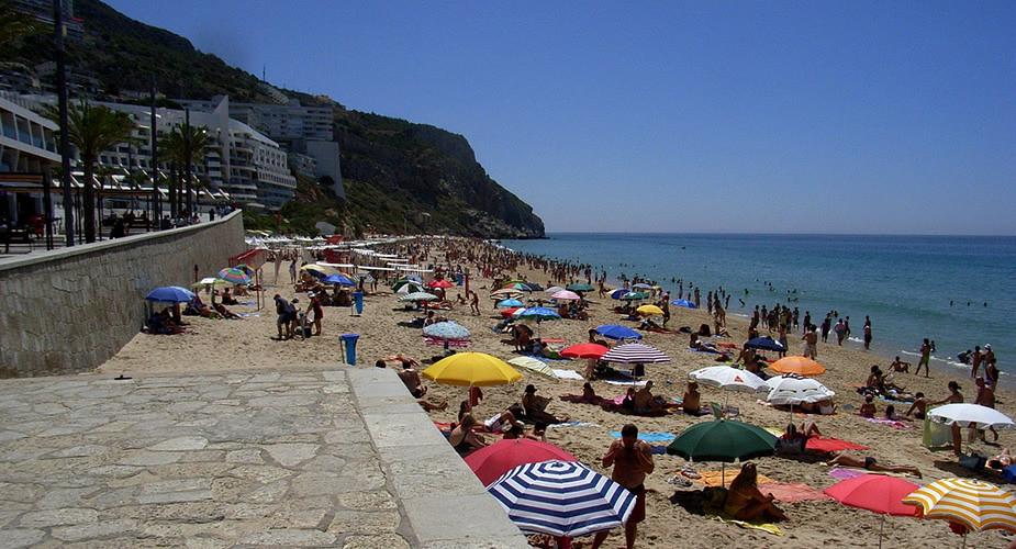 Romantisch Lissabon: langs het strand in Sesimbra | Mooistestedentrips.nl