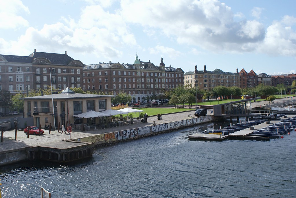 Dans la prolongation du port de Copenhague, le quartier d'Islands Brygge