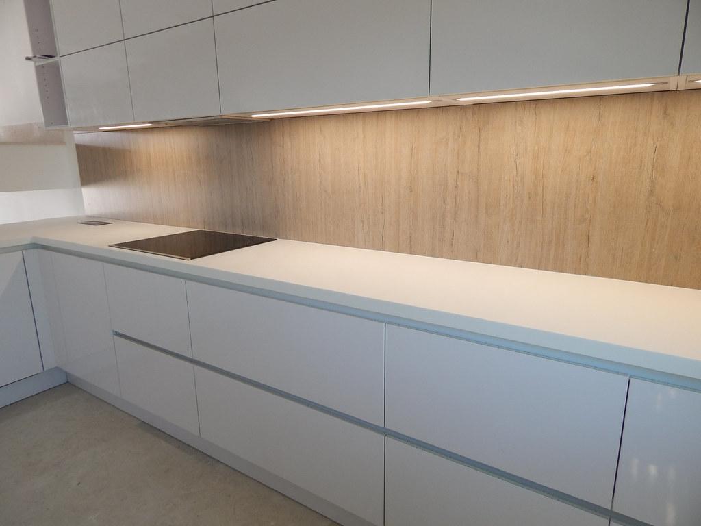 Muebles de cocina en blanco polar alto brillo for Muebles altos de cocina