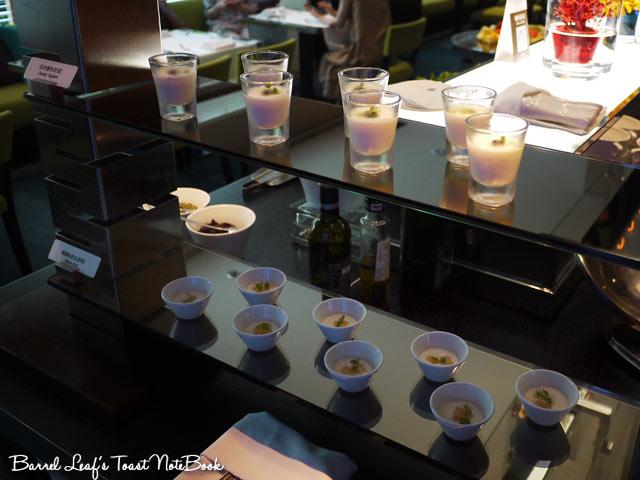 ambassador-hotel-aqua-lounge-buffet (28)