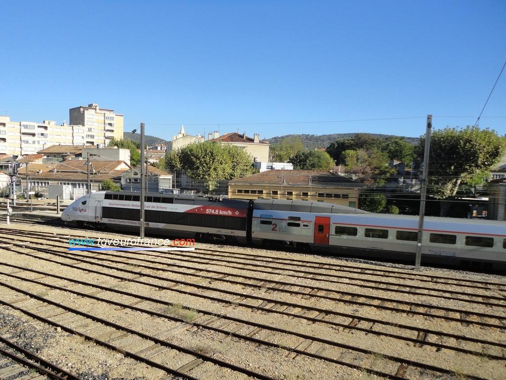 La rame TGV Lyria 4402 (train 9756) en gare d'Aubagne le 22 août 2017