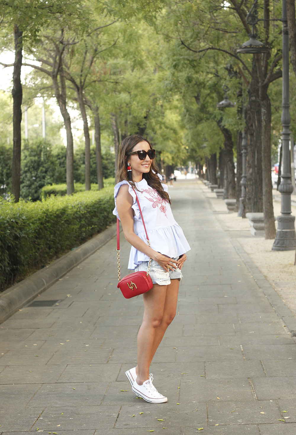 striped top with frills casual outfit summer denim shorts red fashion style08