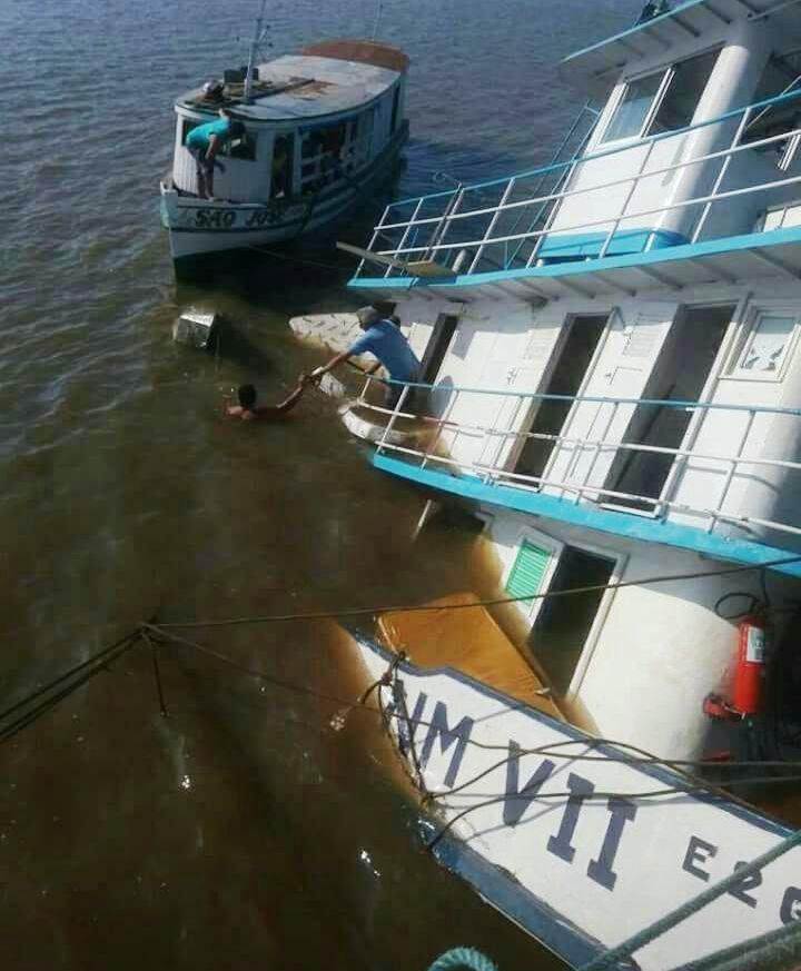 Rebocador de balsa com combustível afunda em Alenquer, rebocador2