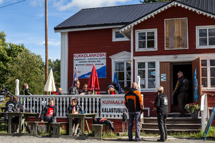 motoristit koulukiusaamista vastaan mkkv lappi lapland tour 2017 kukkolankoski vanha puutalo terassi (1 of 1)