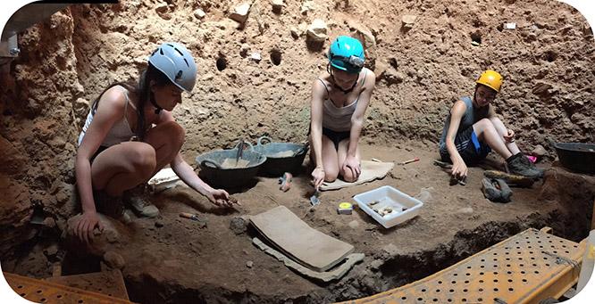Hallan un fragmento de mandíbula de un nuevo neandertal en la Sima de las Palomas