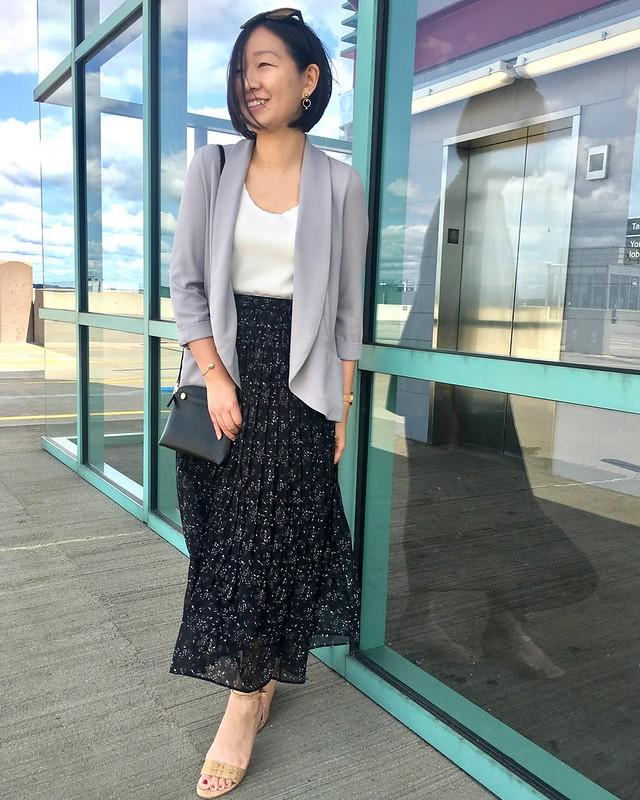 Uniqlo Women's High-waist Printed Chiffon Pleated Skirt in black, size S