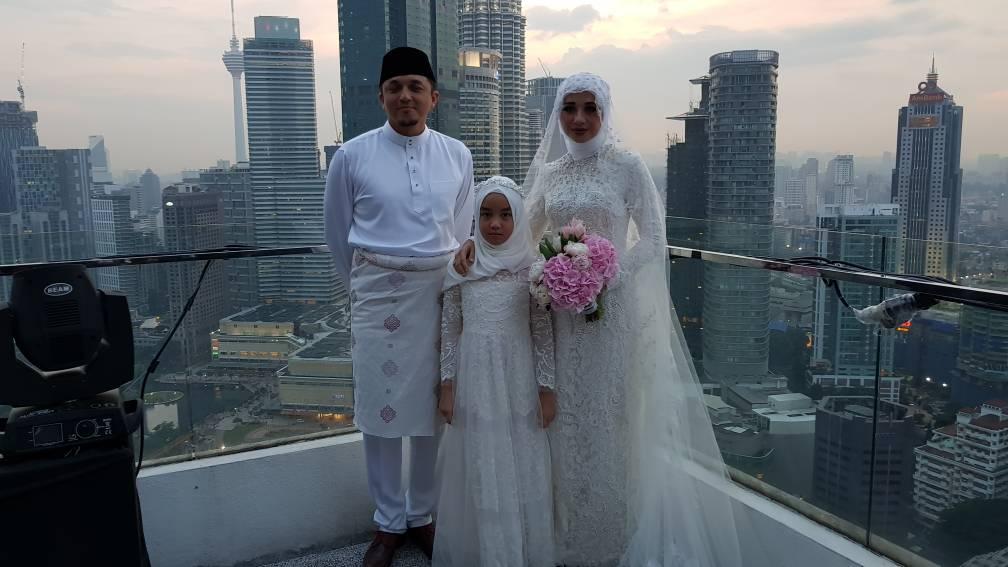 Engku Emran Dan Bella Juga Mengharapkan Pernikahan Yang Berlangsung Tadi Akan Meredakan Segala Spekulasi Yang Dilaporkan Di Media-Media Sosial Sebelum Ini.