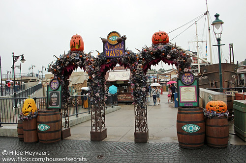 Halloween in American Waterfront