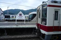 会津田島駅より南は電化され、東武からの直通電車が運行中。特急リバティ会津号が浅草・北千住から直通運転している