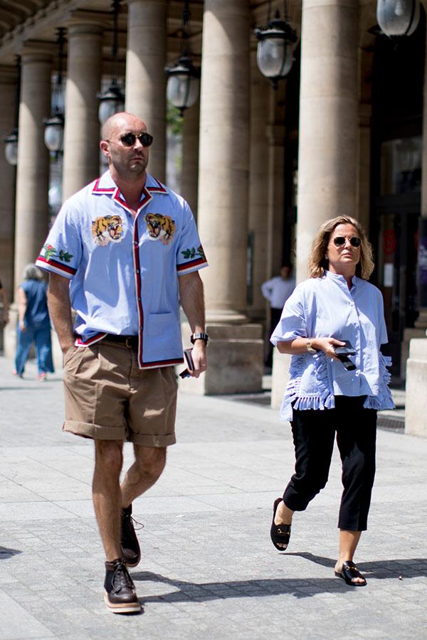 半袖刺繍シャツ×ベージュショートパンツ×ブラウンワークブーツ