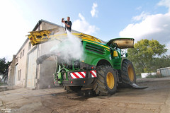 Cleaning | JOHN DEERE 8800i Forage Harvester