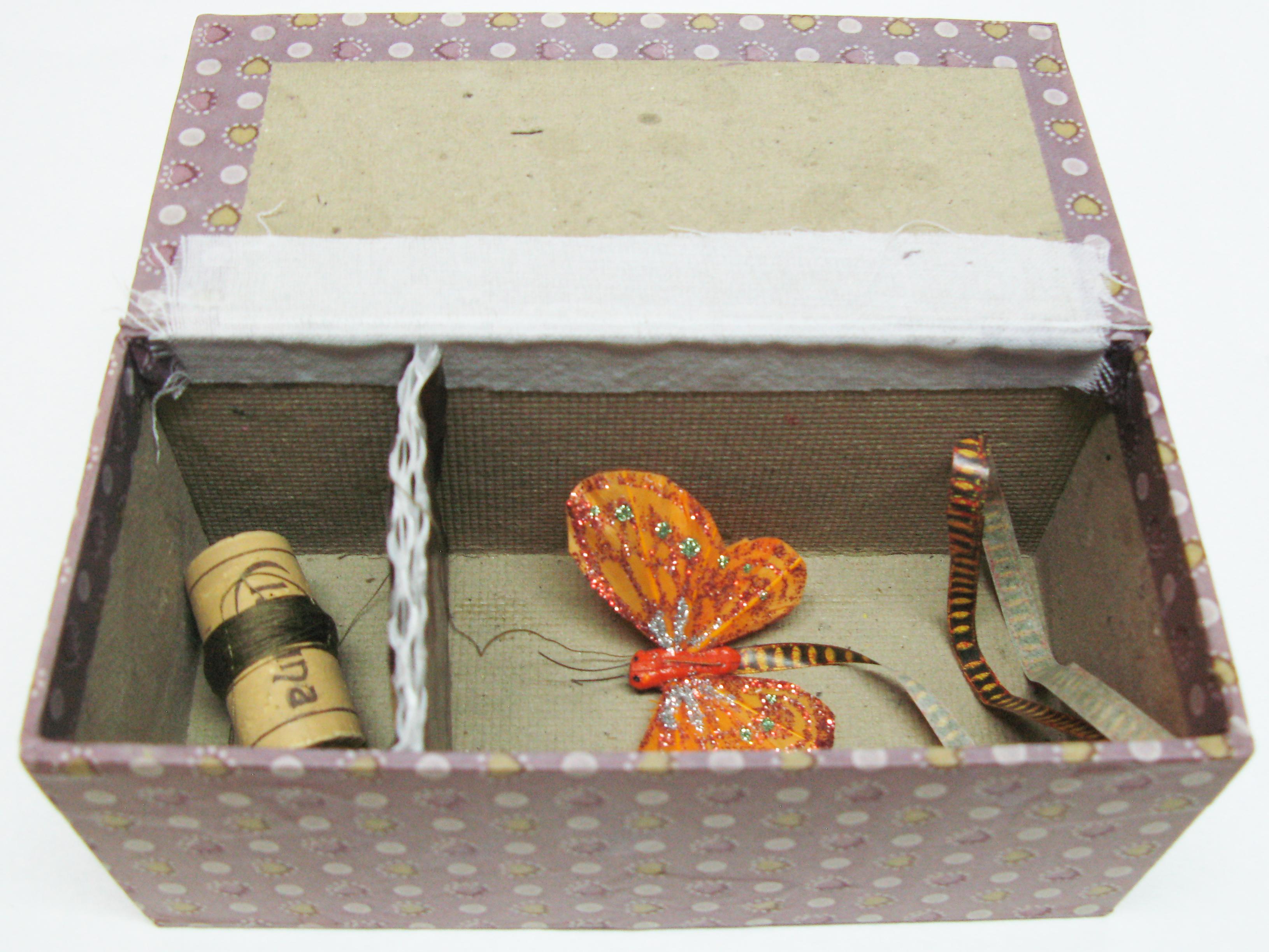 Minicometa en su caja. Construida por Juan A. Muñoz