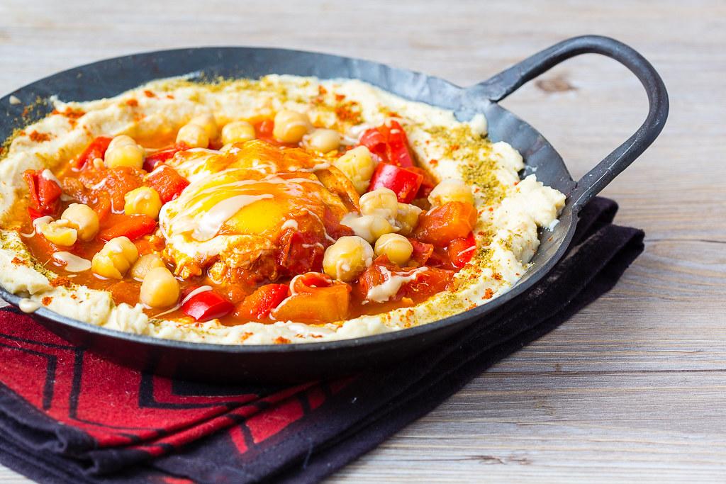 Shakshuka mit Hummus via lunchforone