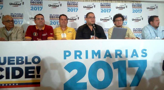 Oposição venezuelana abandona violência e realiza eleições primárias