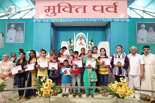 Winners of All-India Essay Competition on Manav Ekta Diwas, seeking blessings