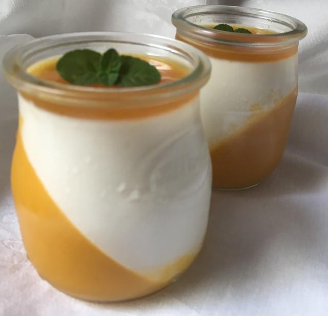 Pannacotta de mango y maracuyá
