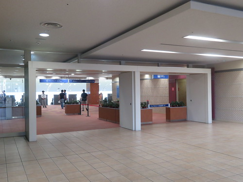 小倉競馬場の5階指定席入口