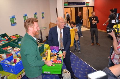 Vince Cable at food bank Sept 17 (6)