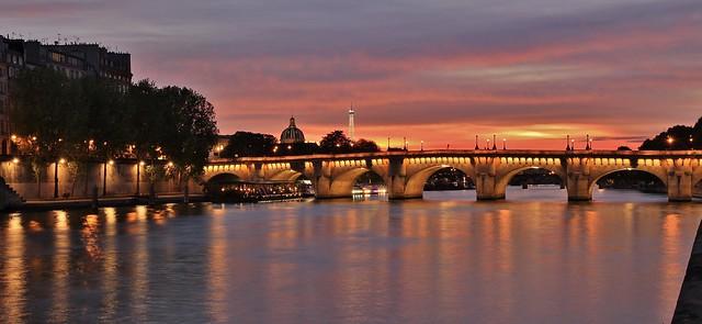 Pont Neuf ,  Dôme de L'institut de France , Tour Eiffel