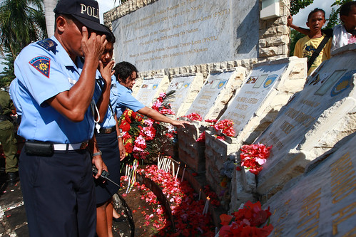 LAYING WREATHS AT THE MONUMENT 26-03-09-16