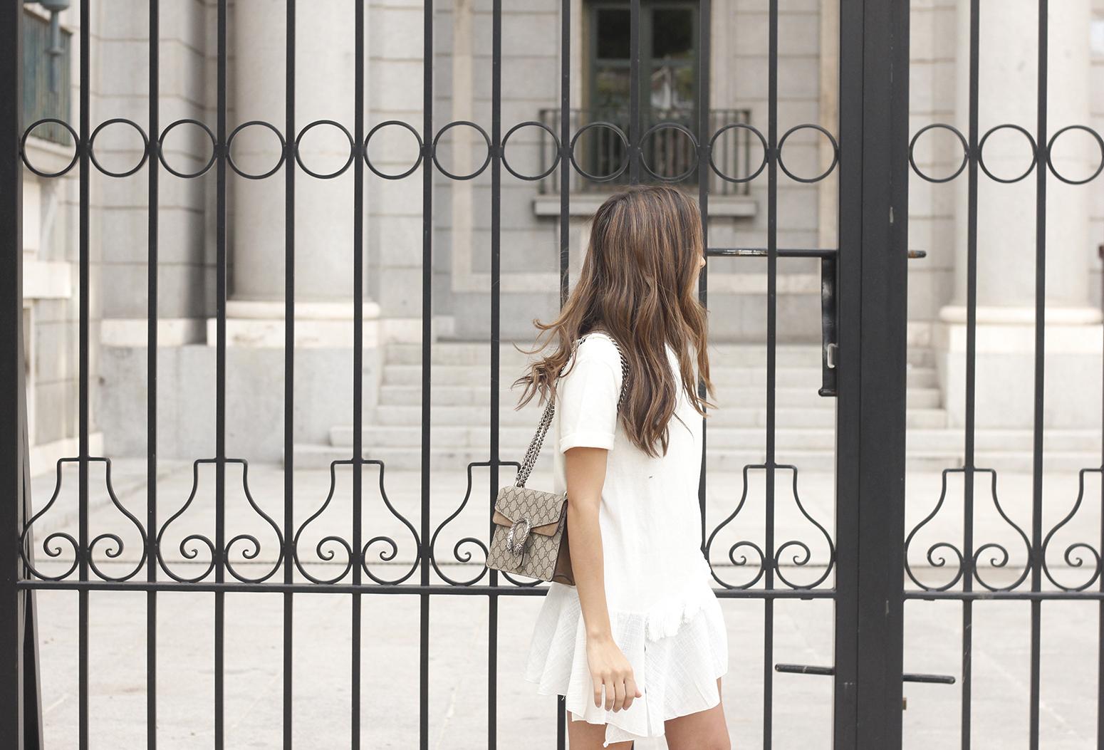 white blouse denim skirt carolina herrera sandals gucci bag summer girl outfit10