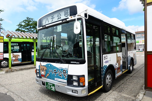 搭巴士前往小坂