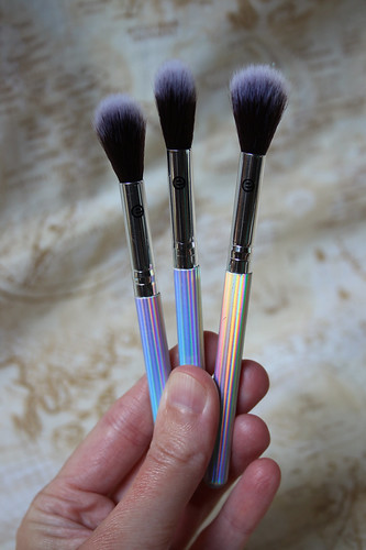 essence - holighter highlighter brushes