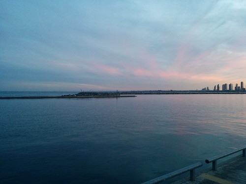 Breakers of tide #toronto #lakeontario #humberbay #marilynbellpark #evening #skyline