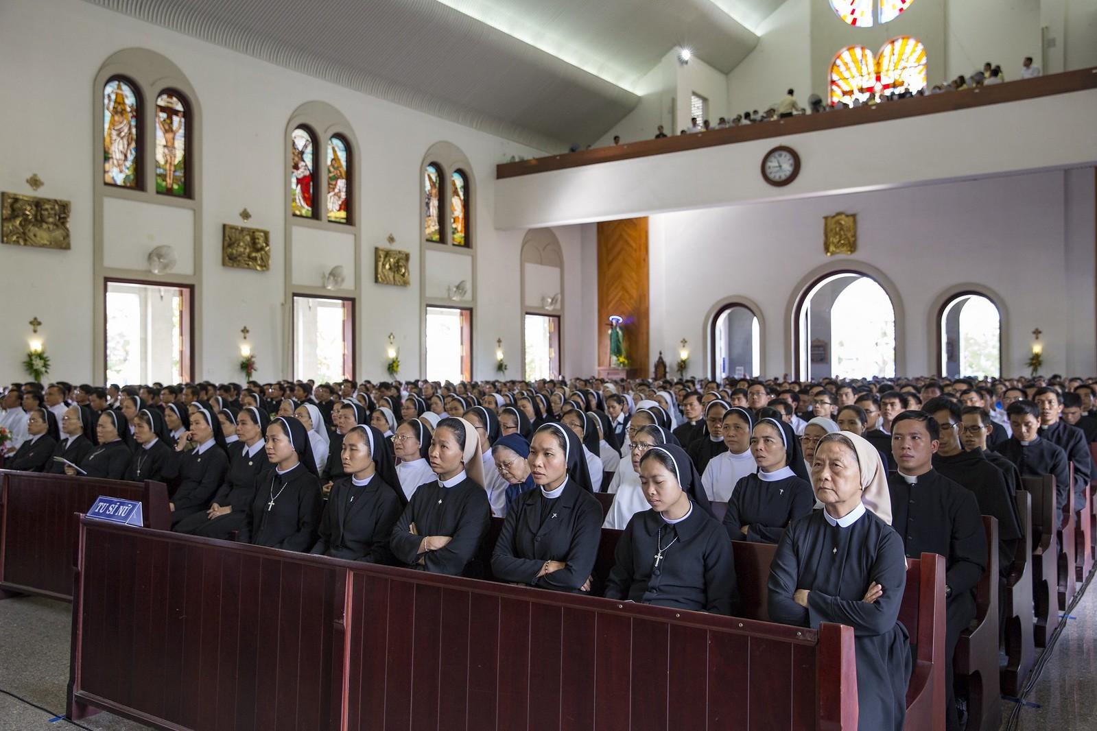 Giáo phận Bà Rịa: Thánh lễ Truyền chức Linh mục 2017 - Ảnh minh hoạ 9