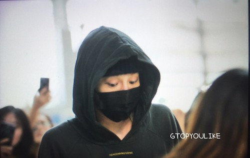 G-Dragon departure Seoul to Europe 2017-09-22 (28)