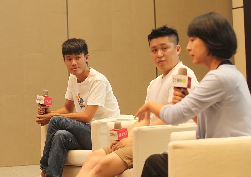 LIS創辦人嚴天浩(左起)和Taiwan Bar創辦人謝政豪分享,如何提供引發求知動機的學習引子。