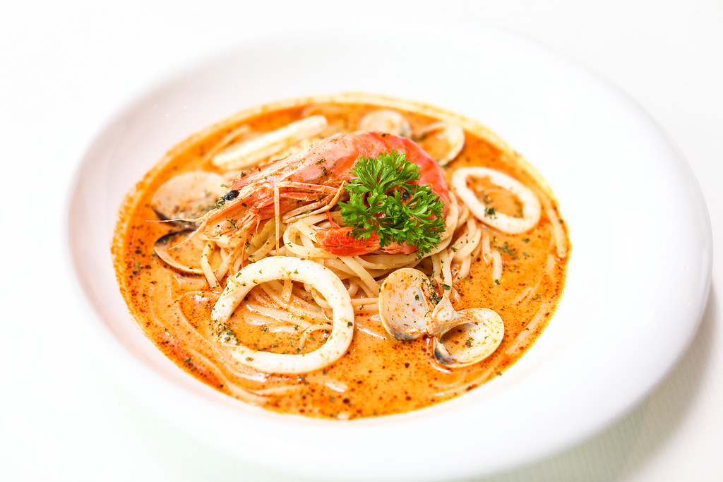 citrus-by-the-pool-tomyam-pasta