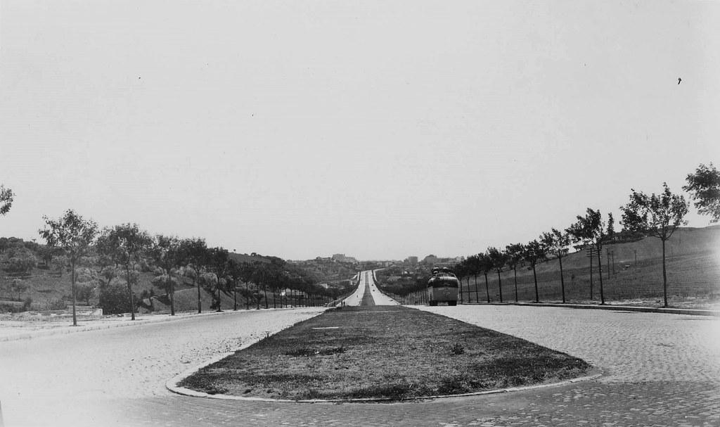 Av. do Aeroporto vista da Portela, Lisboa (E. Portugal, 1944)
