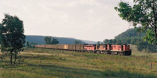 109-20A 1991-12-28 48119 4522 and 4401 on 3362 at Wilpinjong