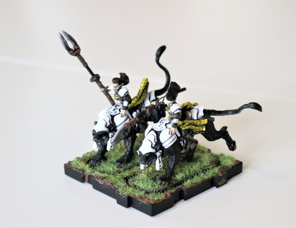 Runewars Miniatures Elf Leonx Left