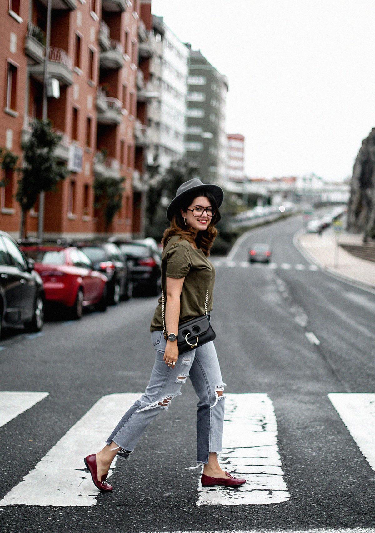 camiseta-verde-militar-basica-look-gucci-horsebit-mocasines-streetstyle