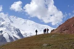 Trekking im Pamir mit Pik Lenin, 7134 m. Foto: Günther Härter.