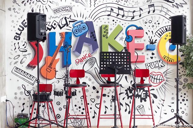 Podium Live Music Shake-C