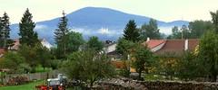 Dobrá Voda u Horní Stropnice (CK), kostel Nanebevzetí Panny Marie, pohled od S, z Horní Stropnice, na pozadí s Kraví horou