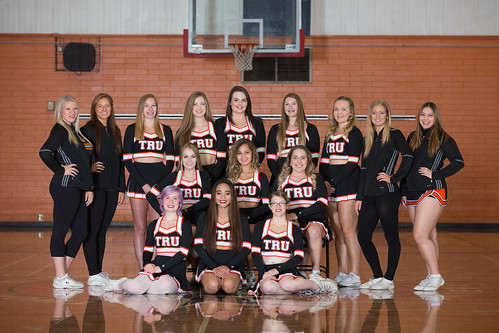 17-18 Spirit cheer squad (Snucins)