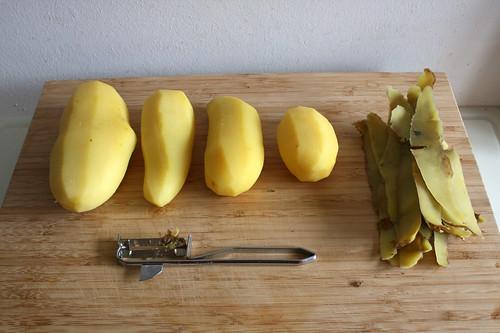 31 - Pellkartoffeln schälen / Peel boiled potatoes