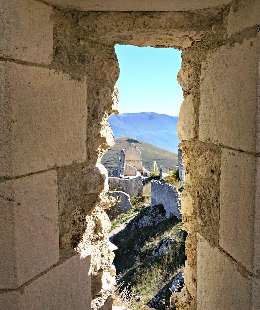 Rocca Calascion ikkunasta