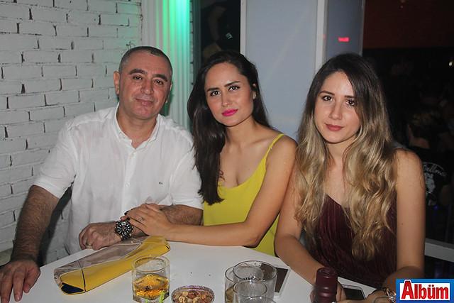 Dilaver Çekiç, eşi ve baldızı ile birlikte.