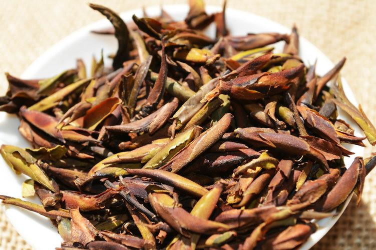 Free Shipping 2016 Puer Puerh Raw Tea YeSheng Wild Purple Bud Loose Tea 100g From China YunNan QianJiaZhai Area NanNuo Mountain M16122601